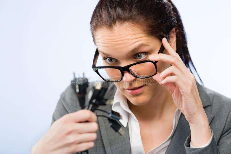 Donna di affari incompetente in vetri del geek immagini stock