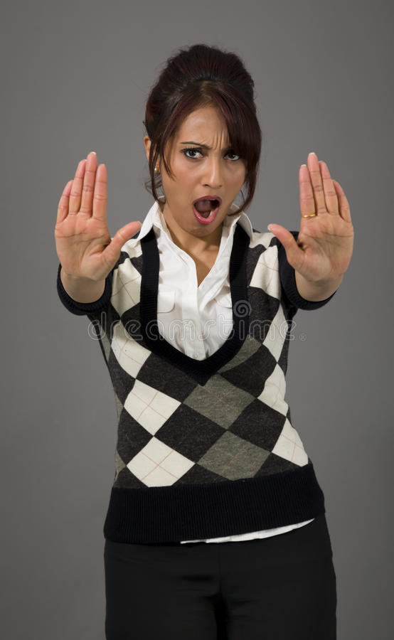 Donna di affari indiana che fa fermata gesture e che mostra fermata immagine stock libera da diritti