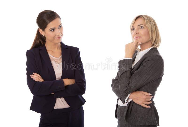 Donna di affari isolata due che parla insieme: concetto per la La del corpo fotografie stock libere da diritti