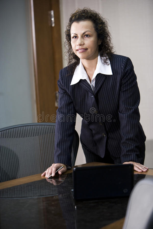 Donna di affari ispanica immagine stock