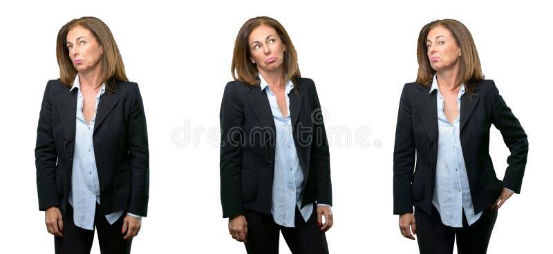 Donna di affari di medio evo con capelli lunghi immagine stock