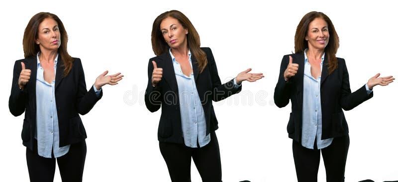 Donna di affari di medio evo con capelli lunghi fotografia stock
