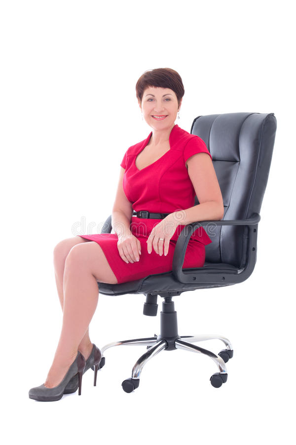 donna di affari più anziana che si siede nella sedia dell'ufficio immagini stock
