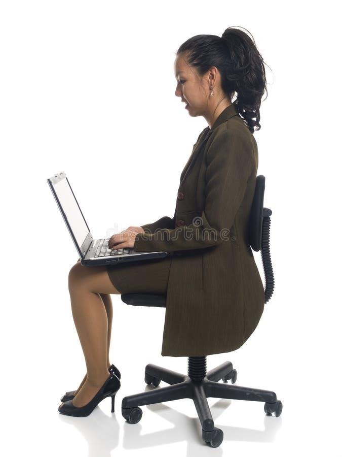Donna di affari - presidenza del computer portatile immagini stock libere da diritti