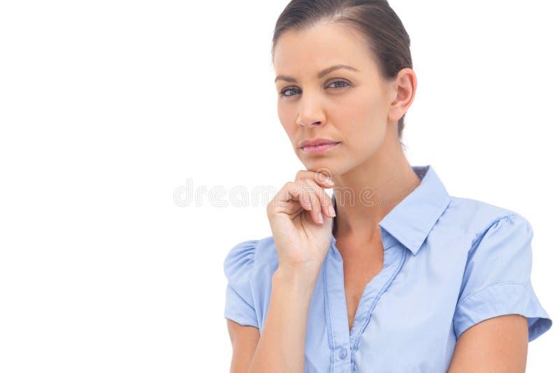 Donna di affari severa con la mano sul mento fotografia stock