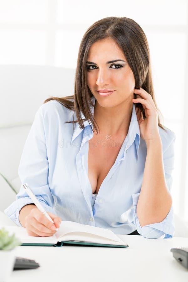Donna di affari sexy With Cleavage fotografie stock