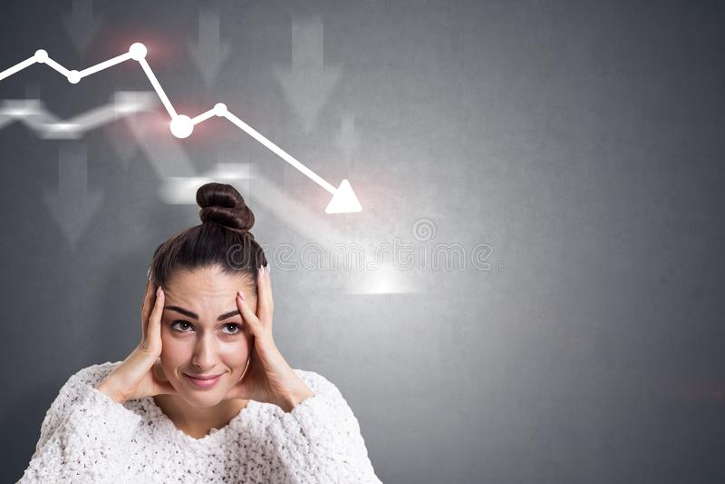 Donna di affari sollecitata, grafico di caduta immagini stock libere da diritti