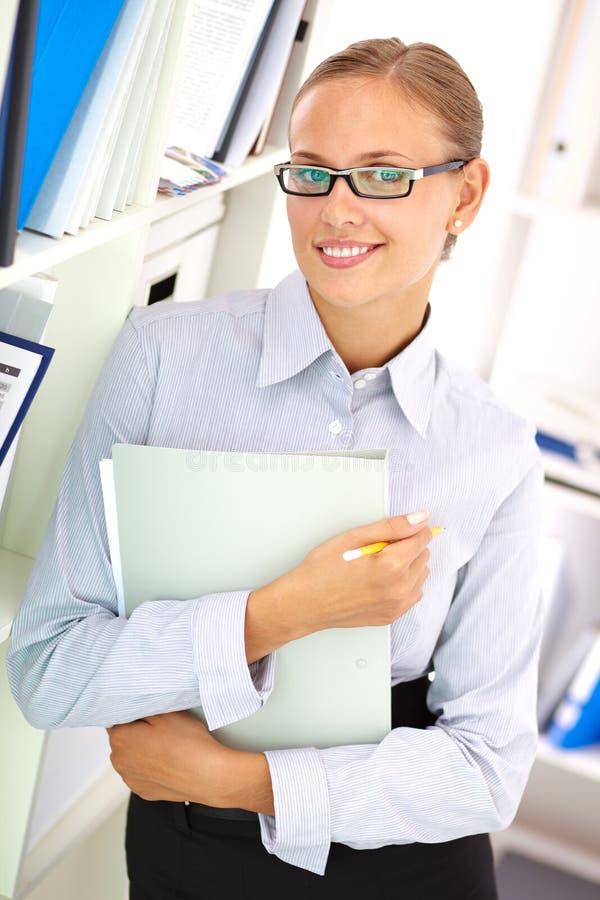 Donna di affari sorridente fotografie stock libere da diritti
