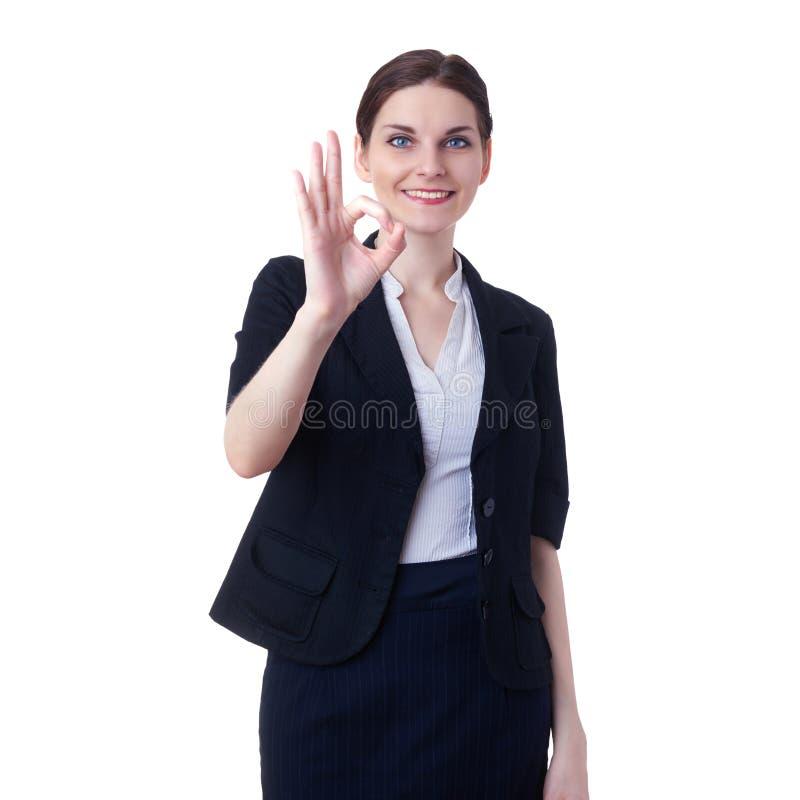 Donna di affari sorridente che controlla fondo isolato bianco fotografie stock libere da diritti