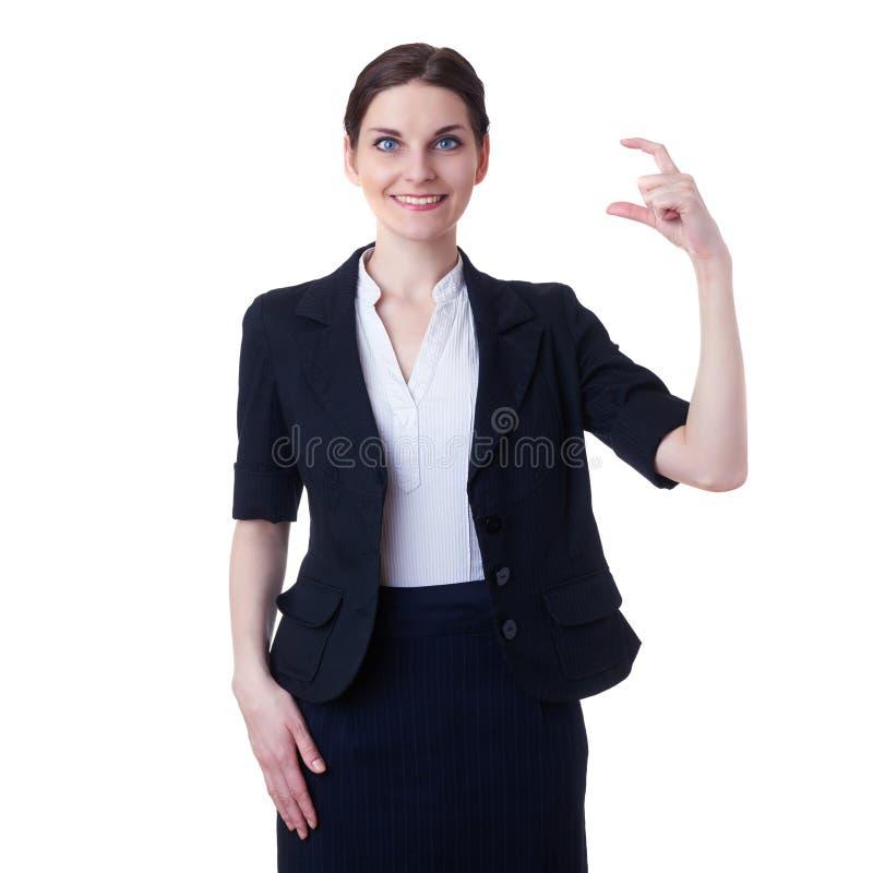 Donna di affari sorridente che controlla fondo isolato bianco fotografie stock
