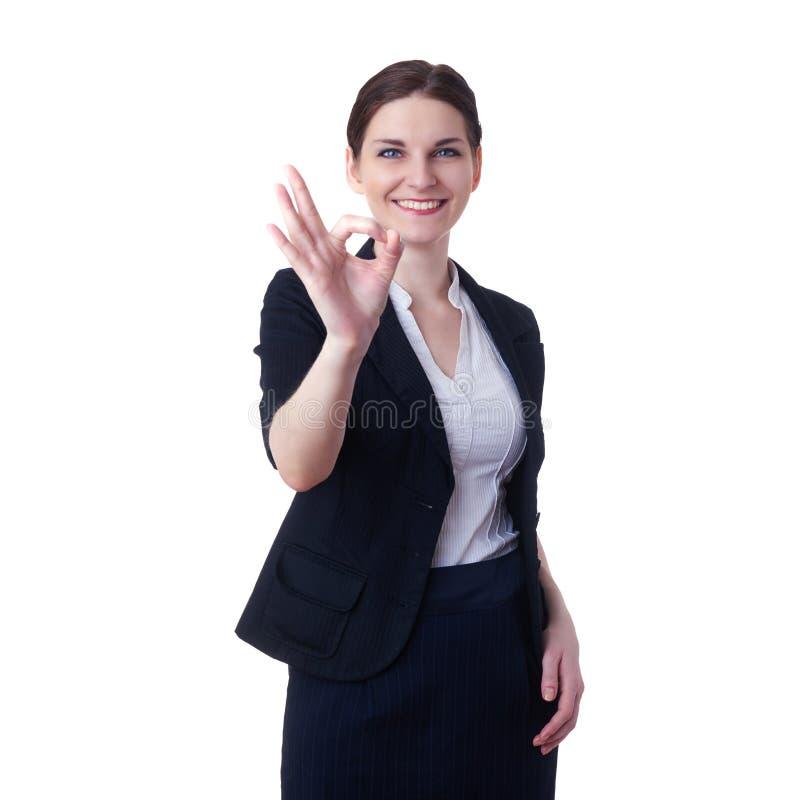 Donna di affari sorridente che controlla fondo isolato bianco fotografia stock libera da diritti