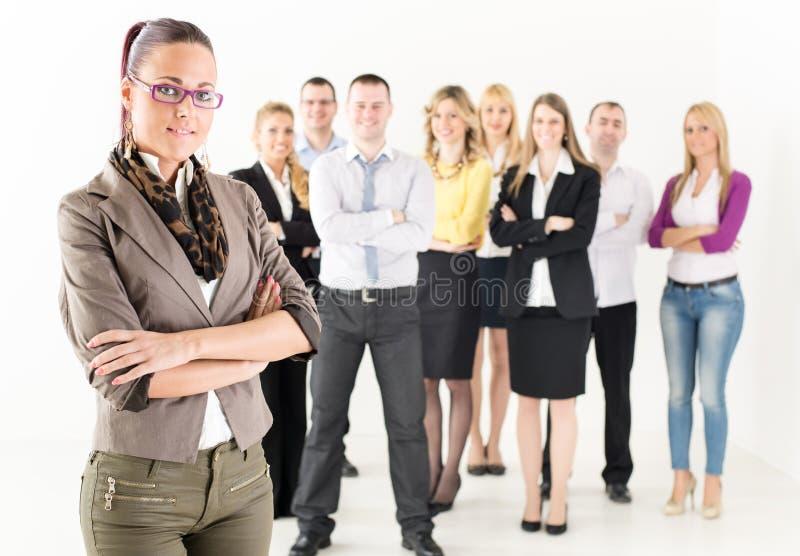 Donna di affari sorridente con i vetri fotografia stock libera da diritti