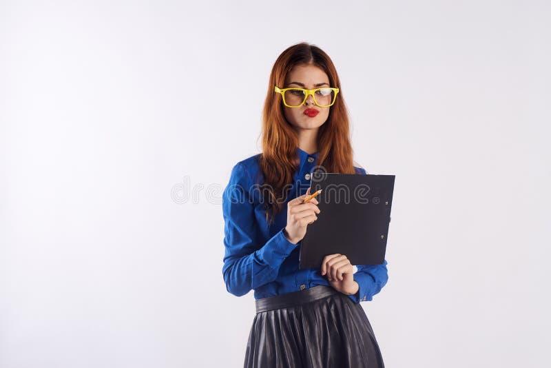 Donna di affari su un fondo bianco fotografia stock libera da diritti