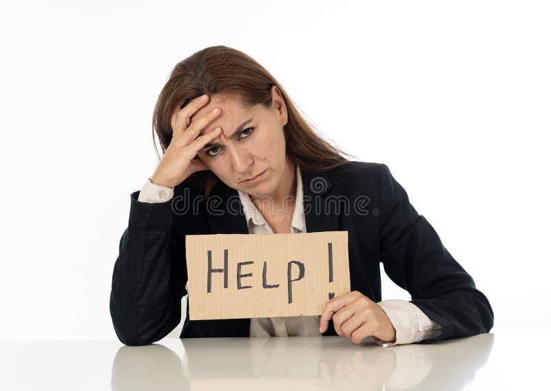 Donna di affari triste che tiene un segno di aiuto immagini stock