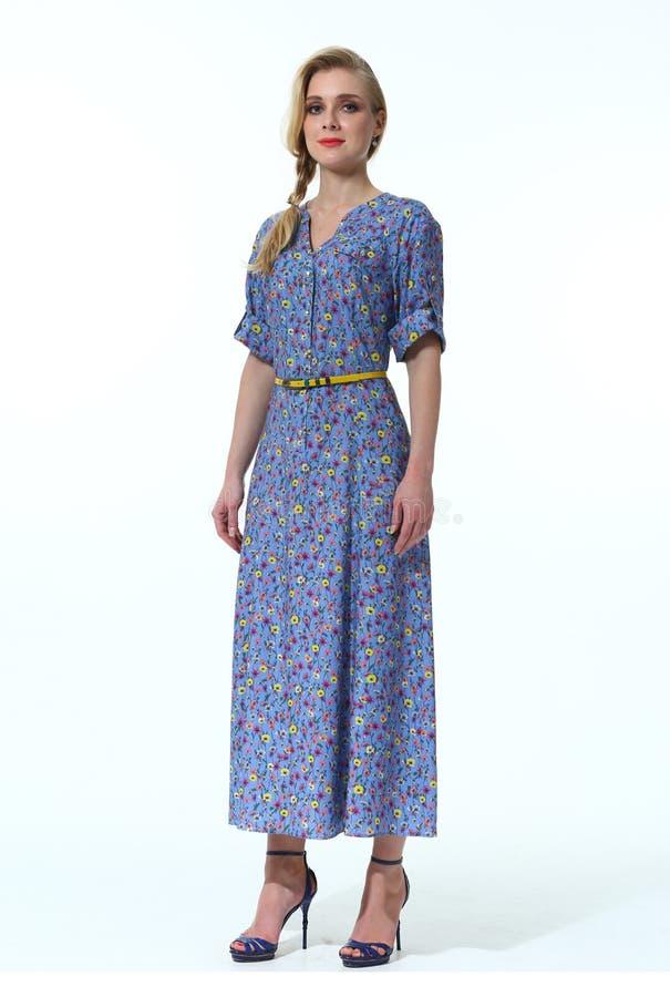 Donna di affari in vestiti convenzionali ufficiali immagine stock