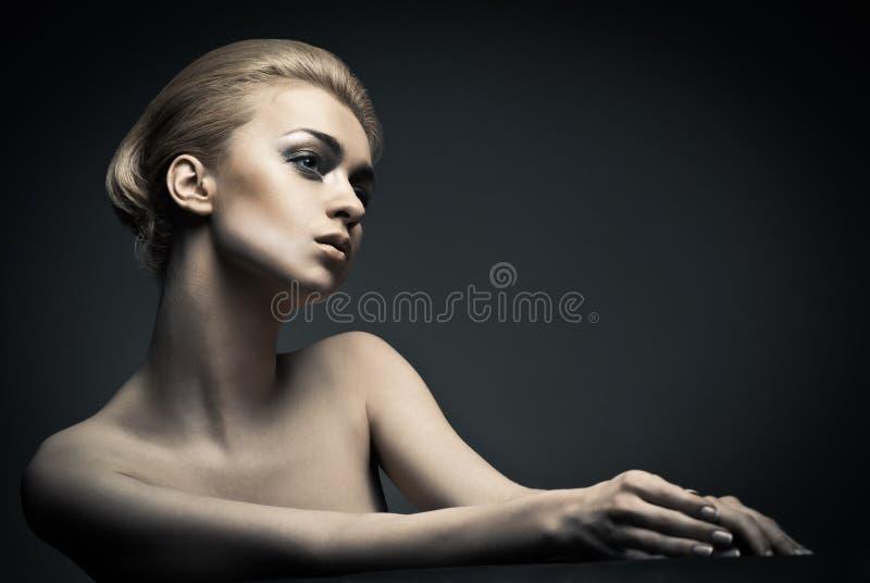 Donna di alta moda con stile di capelli astratto immagini stock libere da diritti
