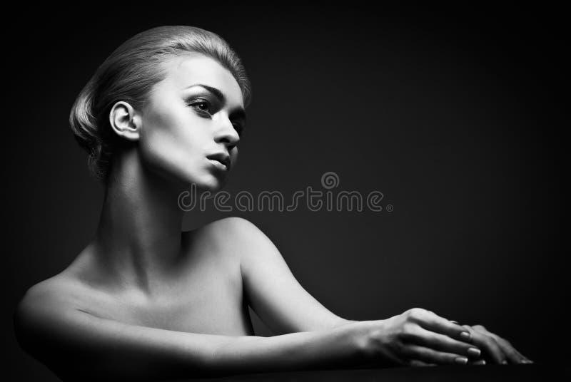 Donna di alta moda con stile di capelli astratto immagini stock