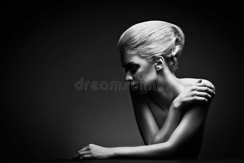 Donna di alta moda con stile di capelli astratto immagine stock libera da diritti