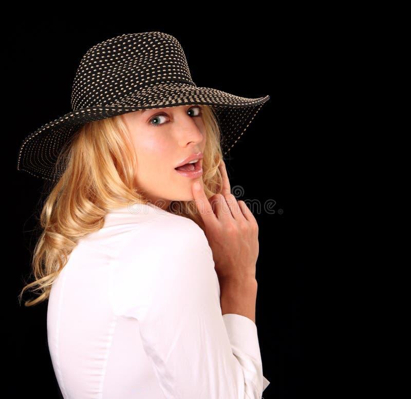 Donna di alto modo con il cappello immagine stock libera da diritti