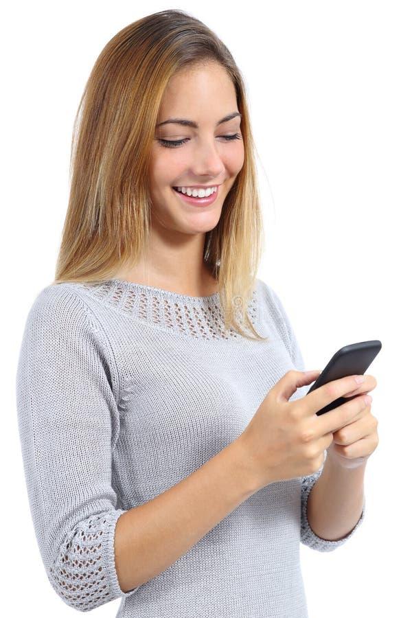 Donna di bellezza che per mezzo di uno Smart Phone fotografia stock