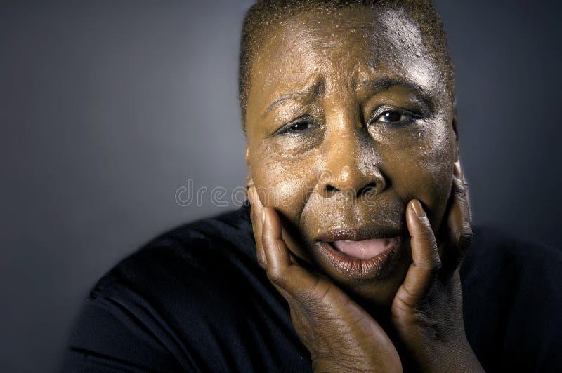 Donna di colore addolorantesi immagini stock libere da diritti