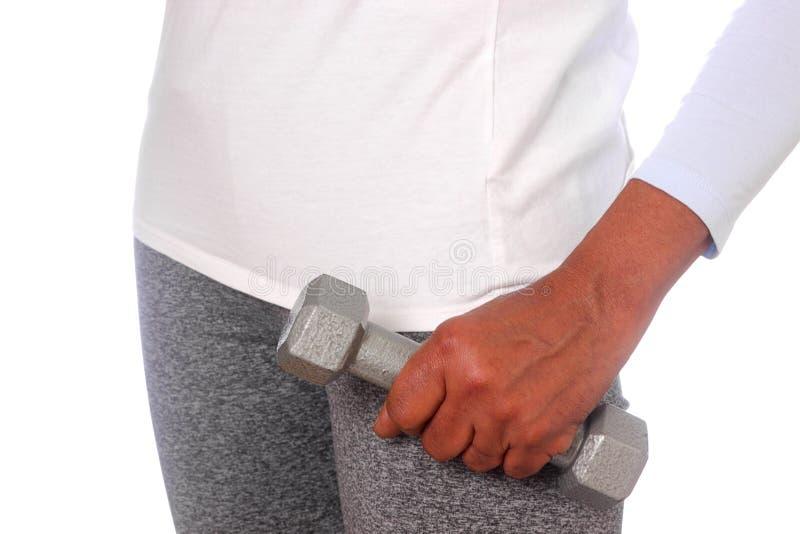 Donna di colore che tiene peso fotografia stock