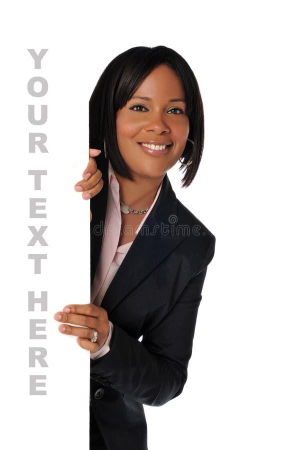 Donna di colore con il segno immagini stock
