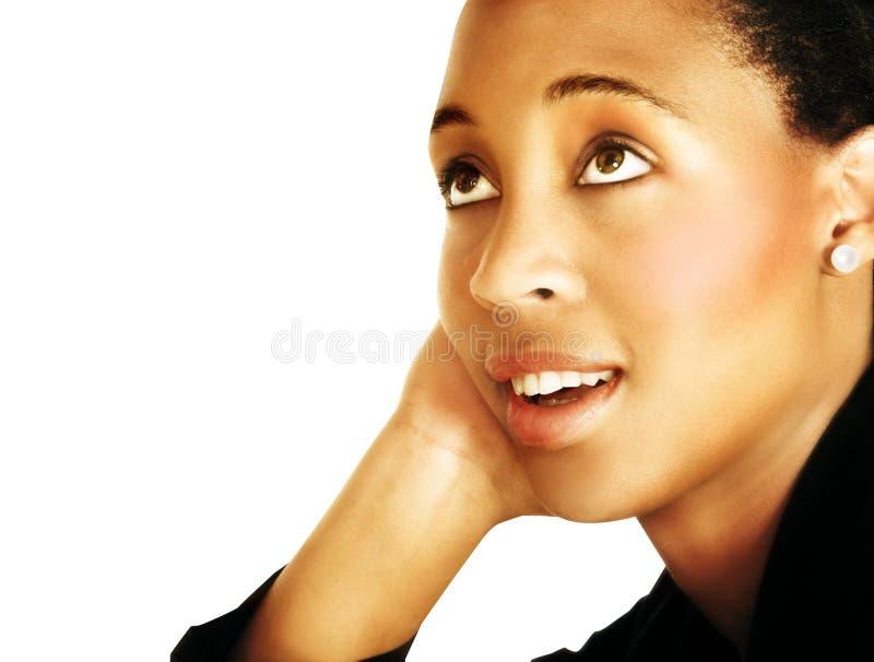 Donna di colore giovane di pensiero fotografie stock