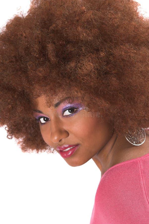 Donna di colore splendida con capelli afro fotografia stock