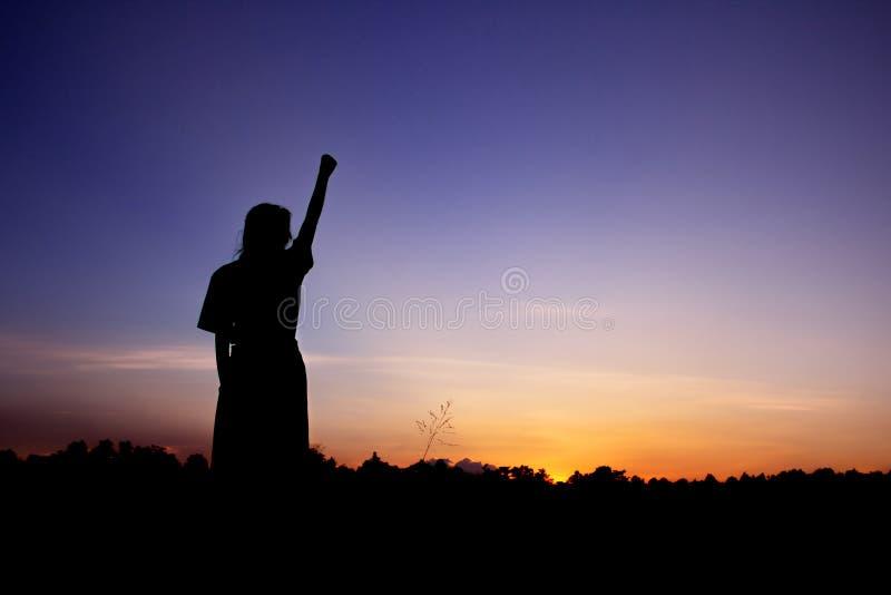 Donna di conquista di celebrazione felice di successo immagini stock libere da diritti