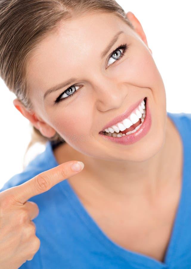 Donna di cure odontoiatriche fotografie stock