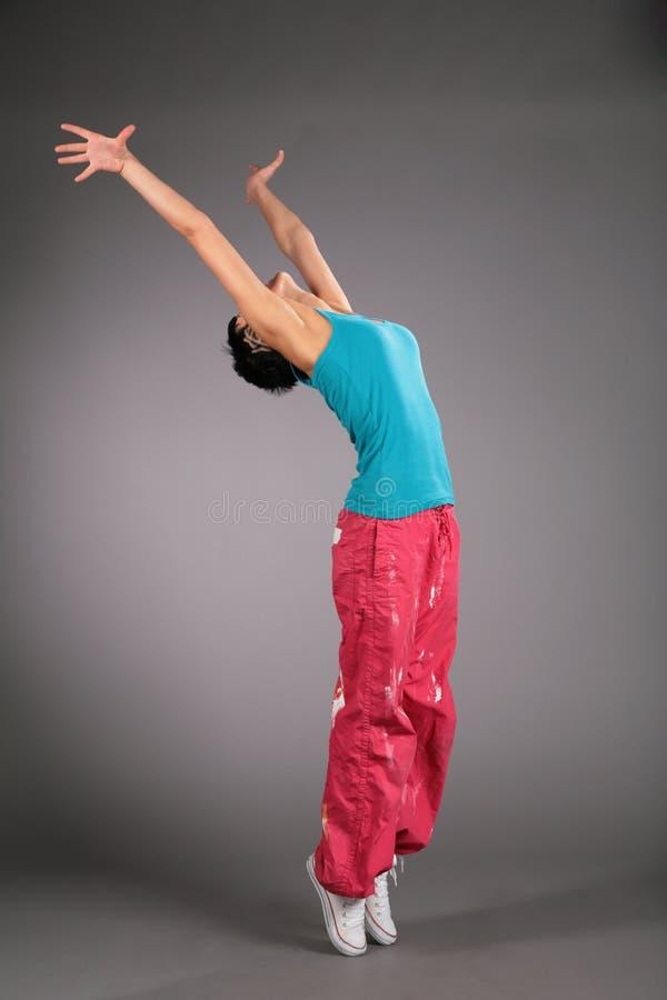 Donna di Dancing in abiti sportivi sulla punta dei piedi fotografia stock libera da diritti