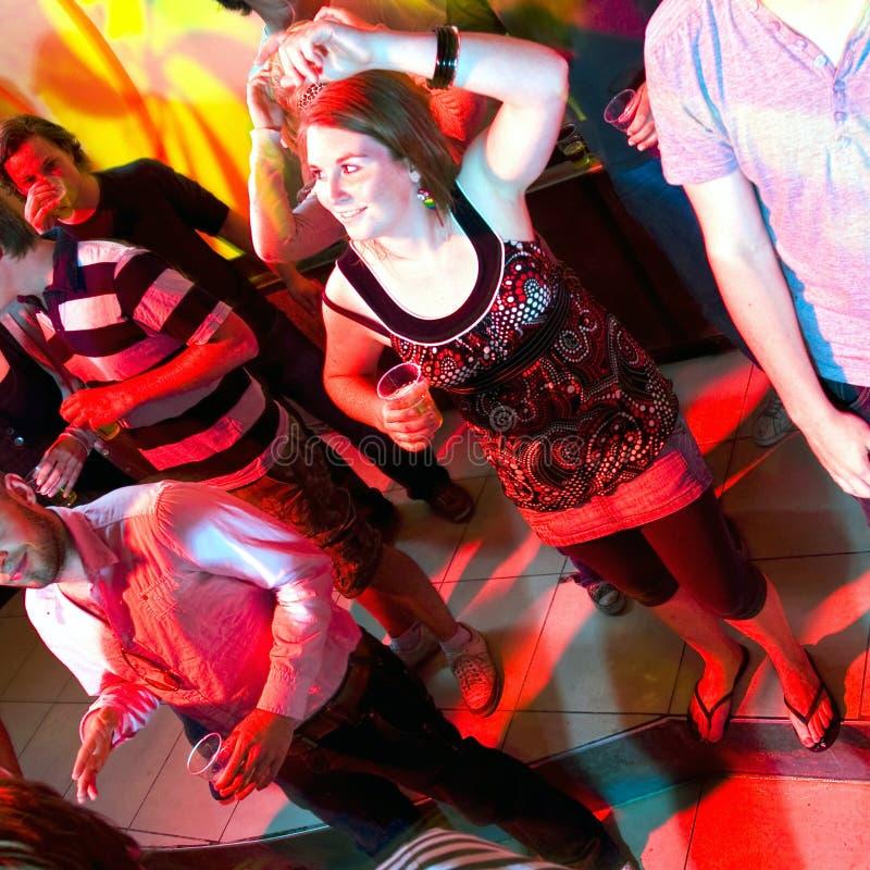 Donna di Dancing in un locale notturno immagini stock libere da diritti