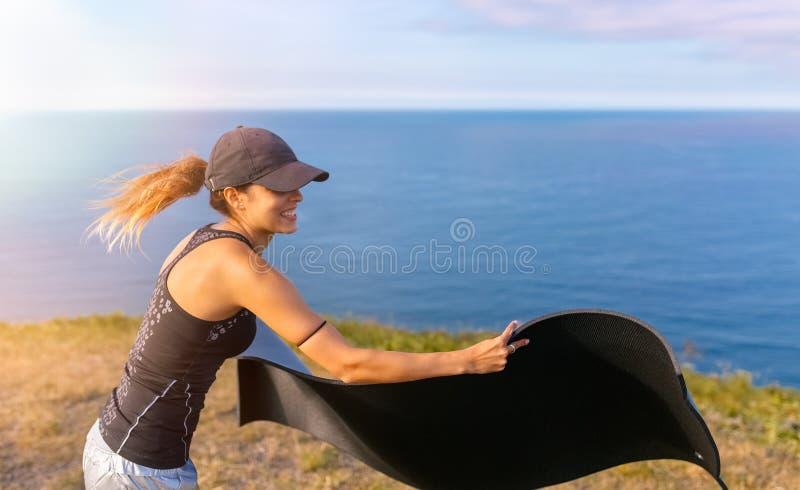 Donna di forma fisica all'aperto immagine stock libera da diritti