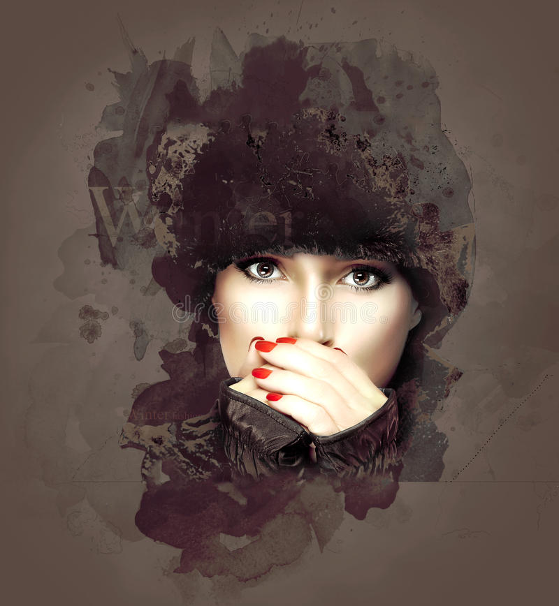 Donna di inverno che copre la sua bocca su fondo astratto fotografia stock libera da diritti