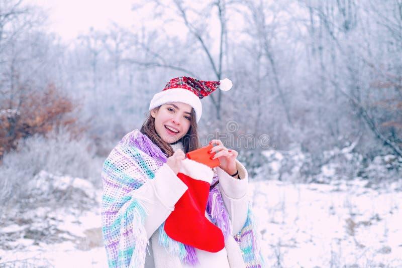 Donna di inverno E r r fotografia stock libera da diritti