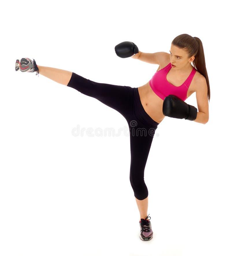 Donna di kickboxing su bianco fotografia stock