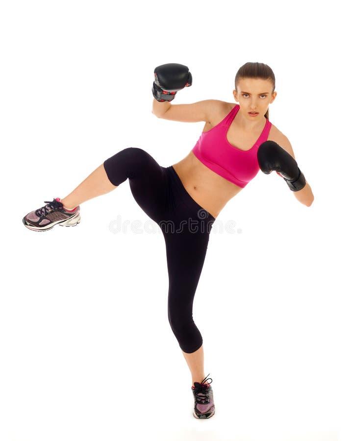 Donna di kickboxing su bianco immagini stock libere da diritti