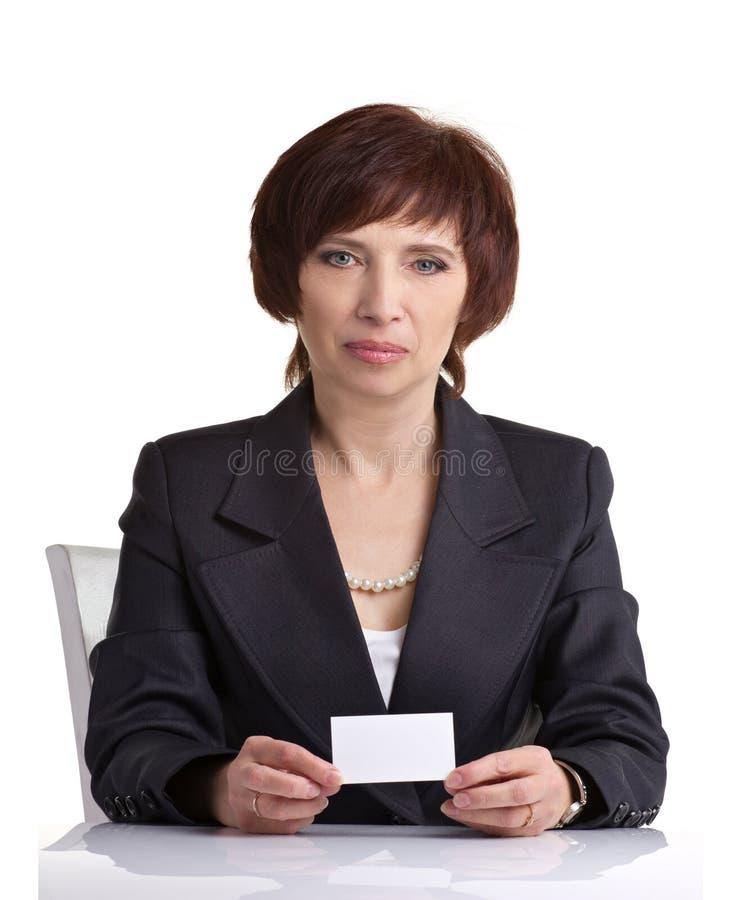 Donna di medio evo che mostra carta immagine stock libera da diritti