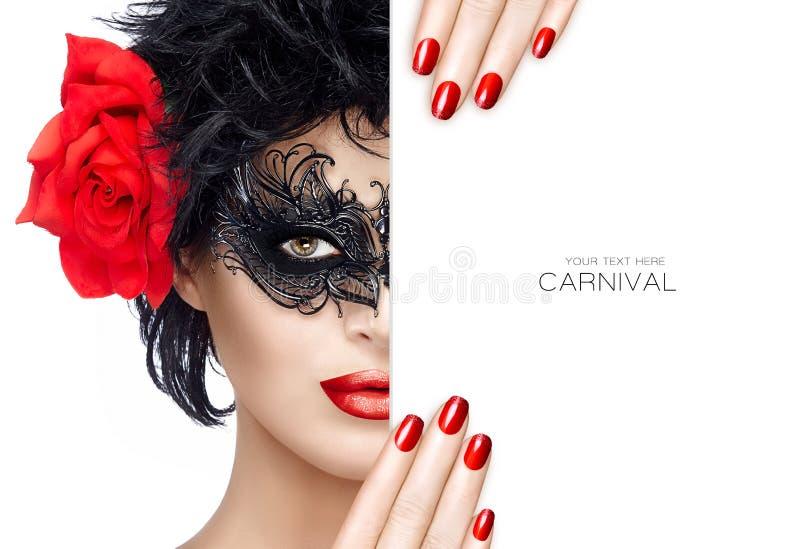 Donna di modo di bellezza con trucco della maschera di carnevale Labbra ed uomo rossi fotografia stock libera da diritti