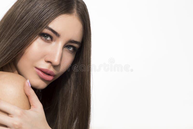 Donna di pensiero che tocca la sua spalla fotografia stock