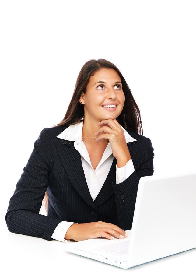 Donna di pensiero del computer portatile immagini stock libere da diritti
