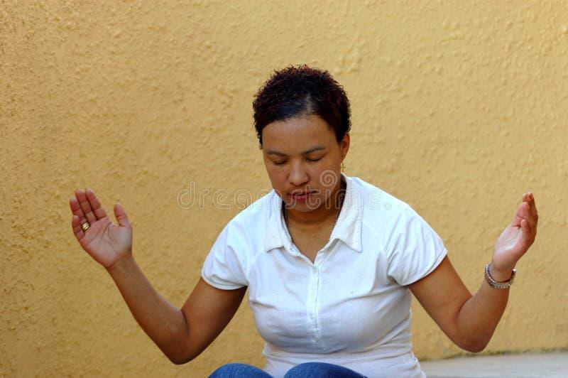 Donna di preghiera fotografia stock