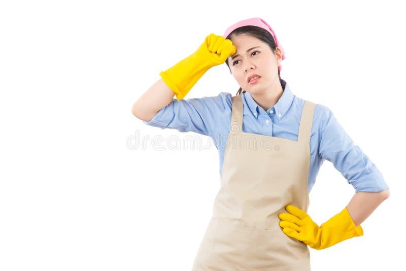 Donna di pulizia con l'emicrania fotografie stock