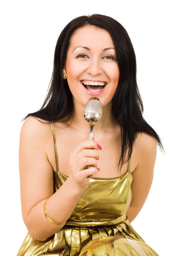 Donna di risata con il cucchiaio fotografia stock libera da diritti
