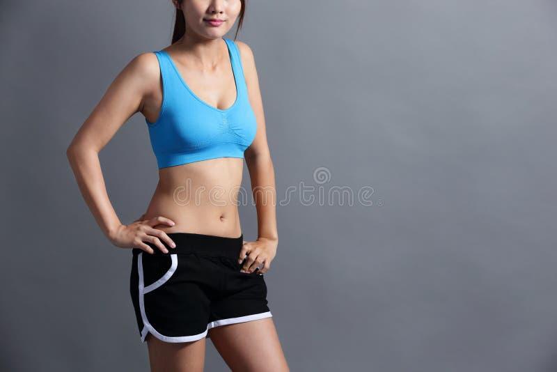 Donna di sport con la figura di salute fotografia stock libera da diritti