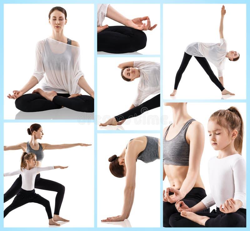 Donna di Yong e sua figlia che fanno gli esercizi di yoga fotografia stock