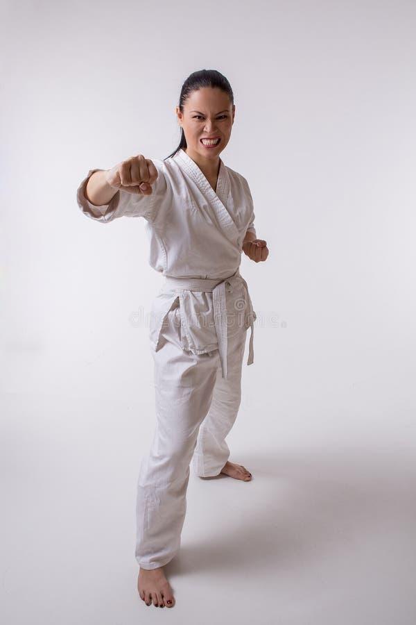 Donna divertente in kimono su bianco fotografia stock