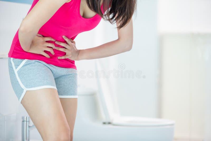 Donna durante il ciclo mestruale fotografia stock