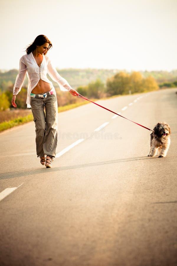 Donna e cane immagine stock libera da diritti